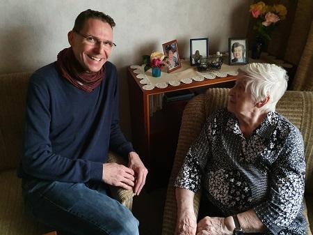 Andreas Loßmann im Gespräch mit Anneliese Göbel (Foto: Stadt Viersen)